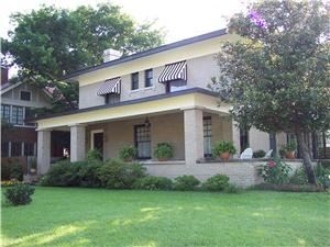 Robinwood Bed and Breakfast, Little Rock — Located in the Quapaw Quarter Historic District, Robinwood B&B is in the heart of Little Rock's business, medical and entertainment district. The classic front porch offers a great place to relax after a busy day. Inside our two sunrooms are bright, cheerful and comfortable and the upstairs sunroom offers a commanding view of the neighborhood, all with WIFI.