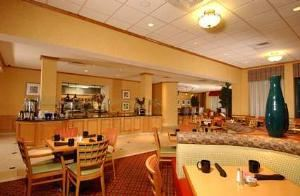 The Great American Grill, Hilton Garden Inn Atlanta Airport/Millenium Center, Atlanta — Restaurant Lounge