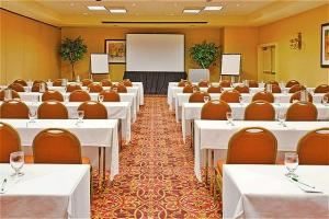 Holiday Room, Holiday Inn Ardmore I-35, Ardmore — The Holiday Room offers over 1500 square feet of banquet space.