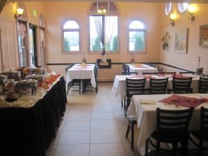 The Rainbow Room, Mama's Restaurant & Cafe Baci, Hackettstown