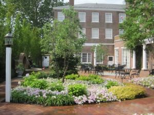 Garden Courtyard, Tidewater Inn, Easton — Courtyard