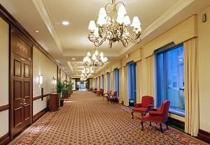 Pre-function Area, Milwaukee Marriott West, Waukesha — Spacious pre-function area for business networking and receptions
