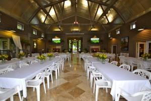 Cloverdale Quarters, Sutherlin — A rustic, yet elegant venue located on a beautiful horse estate. Featuring large fireplaces, marble and travertine floors with full kitchen and boardroom. We are conveniently located between Danville and South Boston Va. easily accessible to Raleigh, Durham, Chapel Hill, Burlington and Greensboro.