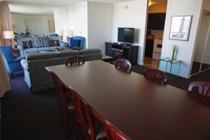 Boardroom, Executive House Hotel, Victoria — Table seating for 8