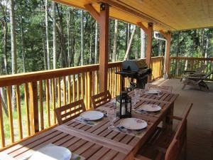 The Cottage, Cosy Woodpecker Cottage, Salt Spring Island — This large covered deck would be perfect for a small intimate summer wedding