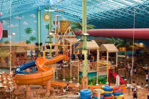 Sahara Sam's Oasis Indoor & Outdoor Water Park