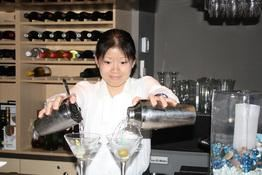 Bartending Company)  Shake it up Mixologist