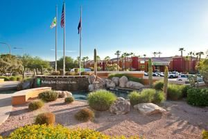 Holiday Inn Express Hotel & Suites Scottsdale - Old Town, Scottsdale — Nestled deep in the Sonoran Desert, Scottsdale is a lovely oasis that offers the excitement and attractions of a busy metropolis, as well as the quiet and laid-back atmosphere of a Western town. The Holiday Inn Express® Hotel & Suites Scottsdale offers easy access to the area's attractions and lovely desert landscape.