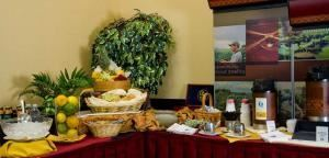 All Day Break Package with Lunch, Embassy Suites/Basil's Kitchen and Catering, Seattle