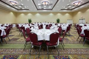 Hub City Ballroom, Holiday Inn - Conference Center Marshfield, Marshfield