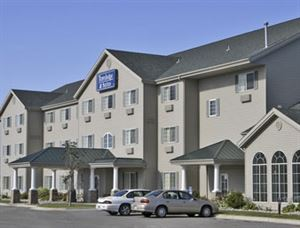 Travelodge And Suites Fargo / Moorhead