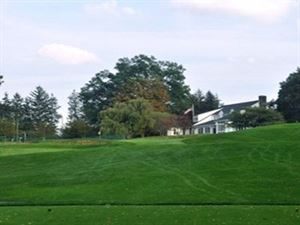 Shuttle Meadow Country Club