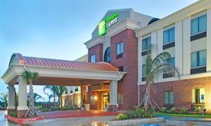 Holiday Inn Express Hotel and Suites Winnie