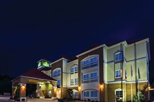 La Quinta Inn and Suites Palestine