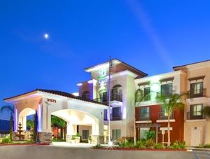 Holiday Inn Express Hotel and Suites Lake Elsinore