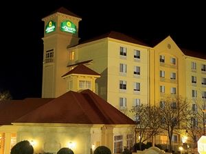 La Quinta Inn and Suites Atlanta Paces Ferry