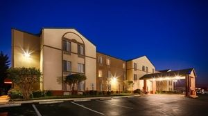 Russellville Hotel And Suites