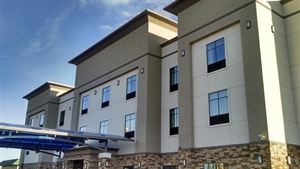 Best Western Plus - Flatonia Inn