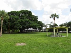 Bayshore Gardens Rec Center
